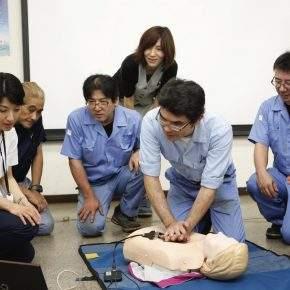 女性だとAEDが使われにくい、という救命処置の状況についてのまとめ(NHKニュースより)