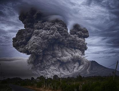火山灰の脅威 降灰から身を守る備えとは